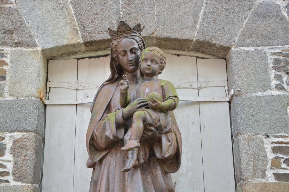 Quelles sont les différentes statues de la Vierge Marie ?